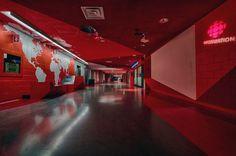 La Maison Radio-Canada est le nom donné à l'immense édifice appartenant à la Société Radio-Canada situé à l'est du centre-ville de Montréal. Le bâtiment comporte environ 25 étages où de nombreux locaux sont situés sous la terre. Radio-Canada fait présentement l'actualité en raison des nombreuses coupures et du changement de personnel qui suscitent l'indignation de …