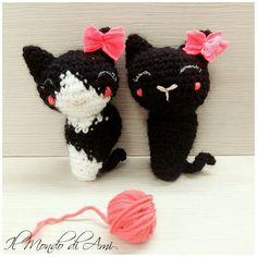 Le due micine di Federica! #gatto #gattino #micio #cat #littlecat #kitty #amigurumi #handmade #crochet #fattoamano #uncinetto #portachiavi #keyring