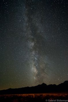 How to photograph starts at night - Gabriel Biderman (photo by GB also) Awesome info about pinpoints vs star trails, ect...