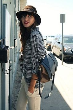 love the polka dots, the bag, the pants! Ahh!