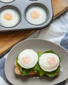 Can You Really Make Poached Eggs in the Oven is part of Eggs in muffin tin While poached eggs make a lovely and elegant brunch addition, I find myself shying away from them when I'm cooking for m - Breakfast For A Crowd, Food For A Crowd, Breakfast Dishes, Breakfast Recipes, Mexican Breakfast, Breakfast Sandwiches, Breakfast Pizza, Figs Breakfast, Breakfast Cookies