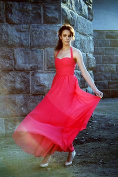 Koralowa sukienka z szyfonu - MatMari - Sukienki maxi