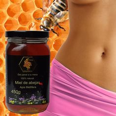 PIEL SUAVE Y RADIANTE Un masaje de miel en toda tu piel, te brindara suavidad, y humectación. La miel de abejas es rica en antioxidantes que ayudan a proteger a la piel del daño de los rayos UV. Rica en vitaminas y minerales, contiene aminoácidos y enzimas vitales para las células. Tiene propiedades regenerativas celulares, por lo que es estupenda para regenerar la piel reseca y marchita, con altas propiedades humectantes.