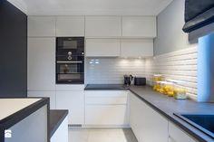 DOM W PRZYTULNYCH SZAROŚCIACH - Średnia otwarta kuchnia w kształcie litery l z wyspą, styl nowoczesny - zdjęcie od DALMIKO DESIGN Pracownia Projektowa
