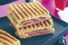 Make yourself a lunch time treat with these toasted corned beef and gherkin sandwiches. Sandwich Maker Recipes, Sandwich Ideas, Corned Beef Sandwich, Veal Recipes, Toast Sandwich, Wrap Sandwiches, Coffee Recipes, Quick Meals, Love Food