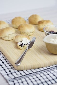 Who else loves to make scones in the weekend for the family? So good fresh from the oven with some berry Jam and whipped cream! Chelsea Winter, Rolls Recipe, Winter Recipes, Winter Food, Soul Food, Scones, Lemonade, Breads, Recipies