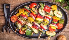 Kalorienarme Gemüsespieße vom Grill – Women's Health – Famous Last Words Healthy Grilling, Grilling Recipes, Healthy Cooking, Meat Recipes, Gourmet Recipes, Healthy Recipes, Vegetable Skewers, How To Cook Beef, Meat Appetizers