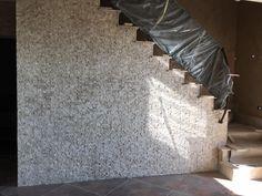 Mozaic travertin scapitat - placare verticala