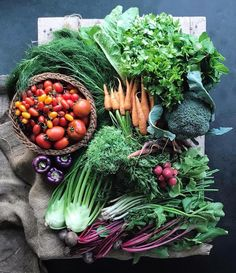 🌿🥦🥕 Show us your farmers' market finds with 📷: Fruit And Veg, Fruits And Veggies, Fresh Fruit, Whole Food Recipes, Healthy Recipes, Farm Gardens, Farmers Market, Food Styling, Food Art