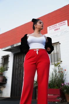 wide cut red pants Red Trousers, Red Pants, Nadia Aboulhosn, Fat Girl Fashion, Clothing Hacks, Hey Girl, Plus Size Fashion, Curvy, Outfits
