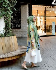Hijab styles 670754938232928360 - Image may contain: one or more people and people standing Source by Muslim Girls, Muslim Women, Muslim Fashion, Hijab Fashion, Niqab, Mode Hijab, Hijab Outfit, Her Hair, Dress Up