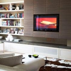 TV incastrat in mobilierul de living