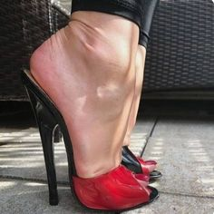 Do you love high heel shoes? Most women love them. Wearing them makes you look more sexy, skinny, and beautiful. Extreme High Heels, Open Toe High Heels, Platform High Heels, Black High Heels, High Heel Boots, Black Stiletto Heels, Sexy Heels, Talons Sexy, Stripper Heels