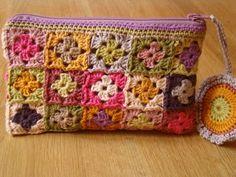 Transcendent Crochet a Solid Granny Square Ideas. Inconceivable Crochet a Solid Granny Square Ideas. Crochet Diy, Love Crochet, Crochet Crafts, Crochet Hooks, Crochet Projects, Crochet Flowers, Crochet Clutch, Crochet Collar, Crochet Handbags