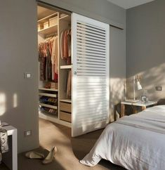 Pin by Maryna Stegmann on Huisie in die bos in 2019 Bedroom Closet Design, Closet Designs, Home Bedroom, Bedroom Decor, Master Bedroom Plans, Dressing Room Design, Closet Layout, Bedroom Wardrobe, Bedroom Layouts