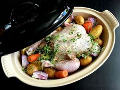 Kylling med citron og timian i stegeso A Food, Food And Drink, Danish Food, Pot Roast, Gourmet Recipes, Slow Cooker, Chicken Recipes, Paleo, Low Carb
