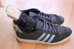 6 Simple Home Remedies to Get Rid of Smelly ShoesIf you are dealing with stinky shoes and want to make them smell fresh again than this post is a must-read. You'll how to keep you shoes smelling good. Suede Shoes, Leather Sneakers, Leather Bag, Smelly Shoes, Foot Remedies, Health Remedies, Baking Soda Cleaning, Foot Odor, Clean Washing Machine