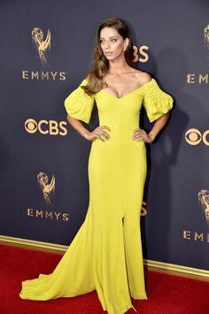 Angela Sarafyan in Elizabeth Kennedy at the 2017 Emmys