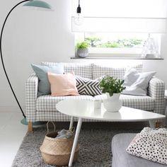 """IKEA Deutschland auf Instagram: """"Ob wir auf dem #Sofa Tic-Tac-Toe spielen dürfen? ;-) @britta_bloggt #Regram #KARLSTAD #Teppich #HAMPEN #meinIKEA"""""""