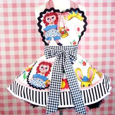 Raggedy Anne AND a apron!  I'll take one in an adult size please!