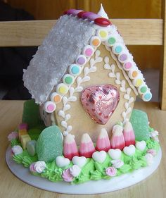 Valentine's Day Gingerbread/Sugar Cookie House, BACK by sassybeautimus, Gingerbread Village, Christmas Gingerbread House, Gingerbread Man, Christmas Treats, Gingerbread Cookies, Valentines Day Food, Valentine Cookies, Candy House, Cookie House