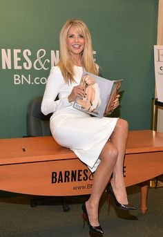 Christie Brinkley Photos Photos - Christie Brinkley Signs Copies of 'Timeless Beauty: Over 100 Tips, Secrets, and Shortcuts to Looking Great' - Zimbio Christie Brinkley, Hot High Heels, Norma Jeane, Great Legs, Poses, Timeless Beauty, Mannequins, Beautiful Actresses, Formal