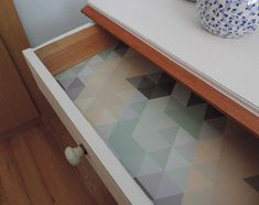 DIY: reciclar una mesilla de noche con chalk paint Furniture Restoration, Alter, Chalk Paint, Dyi, Entryway Tables, Decoupage, Diy And Crafts, Diy Projects, Shelves