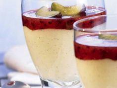 Die süß-säuerlichen Pflaumen bilden einen leckeren Kontrast zur fluffigen Vanille-Zimt-Creme.