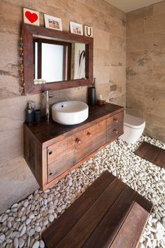 Modern bathrooms with large windows and glass wall design ideas that connect home interiors with beautiful gardens bring vibrant energy into houses and allow to enjoy exquisite bathroom design that feels luxurious and look spectacular. Traditional bathroom interiors can be transformed with glass ele