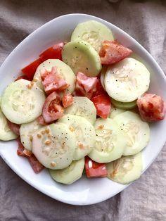 Cucumber and Tomato Salad Recipe Tomato Salad Recipes, Cucumber Recipes, Tomato Recipe, Cucumber Ideas, Juicer Recipes, Fresh Fruit Desserts, Creamy Cucumbers, Creamy Cucumber Tomato Salad, Cucumber Salad Vinegar