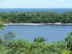 A Fazenda Boa Vista é uma das mais belas propriedades privadas do Estado da Bahia, localizada na Peninsula de Marau, na Lagoa do Cassange ao longo da costa, possui um jardim botânico com mais de 10.000 plantas e árvores.