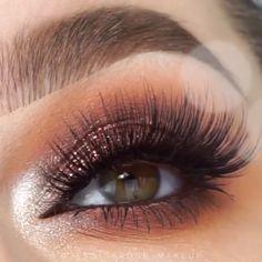 professional makeup glasses Makeup Tools – Brille Make-up Makeup Goals, Makeup Inspo, Makeup Tips, Makeup Products, Eye Makeup Cut Crease, Glitter Eye Makeup, Gold Glitter Eyeshadow, Makeup Eyeshadow, Professionelles Make Up