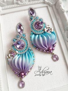 Lavender shibori earrings Shibori, Diy Lace Ribbon Flowers, Fabric Ribbon, Bead Embroidery Tutorial, Beaded Embroidery, Wire Jewelry, Beaded Jewelry, Handmade Necklaces, Handmade Jewelry
