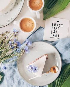 Good morning my dear friends! Your favourite cake is here again. What kind of sweets do you like the most? Wish you all a wonderful day! Cake Photography, Coffee Photography, Foto Pastel, Food Flatlay, Coffee And Books, Coffee Cake, Food Styling, Food Art, Eat Cake