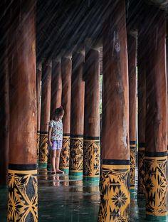 Young Samoan girl playing in an open fale. Photo by Doug Jones Samoan People, Polynesian Art, Easter Island, Hawaiian Islands, Cook Islands, Vanuatu, South Pacific, French Polynesia, Papua New Guinea