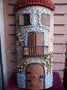 Teja decorada con relieve