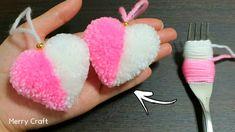 Easy Yarn Crafts, Pom Pom Crafts, Fun Crafts, Pom Pom Tutorial, Crochet Flower Tutorial, Woolen Flower, Woolen Craft, Pom Pom Wreath, Pom Poms