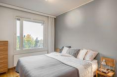 Yläkerran makuuhuoneesta on hienot näkymät aina merelle asti. Bed, Furniture, Home Decor, House, Decoration Home, Stream Bed, Room Decor, Home Furnishings, Beds