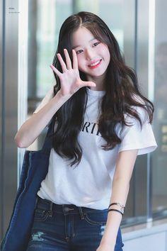 (Credits to the real owner/s) Pretty Korean Girls, Cute Korean Girl, Cute Asian Girls, Beautiful Asian Girls, Cute Girls, Pelo Ulzzang, Mode Ulzzang, Ulzzang Korean Girl, Kpop Girl Groups
