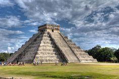 El Castillo de Chichen Itza,  Yucatán - Mexico by achinthaMB