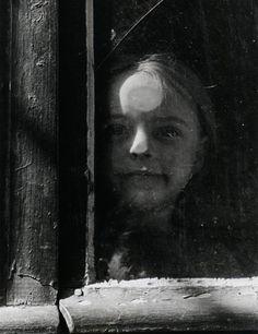 Izis Bidermanas - In the courtyard Paris, 1948