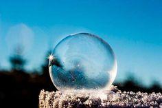 Soñar con burbujas no es muy común y a pesar de parecer que su significado puede ser complejo, el resultado siempre dependerá de la situación en la que nos encontremos.…