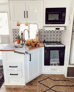 You may take an amazing idea from this article to remodel your RV Interior for Cozy Holiday 2019 Rv Living, Tiny Living, Living Room, Casa Magnolia, Camper Renovation, Rv Interior Remodel, Rv Kitchen Remodel, Exterior Remodel, Camper Makeover