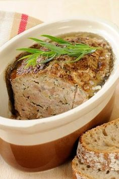 Terrine de foies volailles au porto - Recettes - Expolore the best and the special ideas about French recipes Baked Chicken Recipes, Meat Recipes, Wine Recipes, Snack Recipes, Cooking Recipes, Charcuterie, Chicken Liver Terrine, Vegetable Drinks, Breakfast Recipes