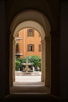 Rom, Via delle Quattro Fontane, Palazzo Barberini, Blick vom  Vestibül in den Vorhof (view from the vestibule into the courtyard)