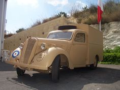 Car Up, Automotive Engineering, Air Force Aircraft, Royal Air Force, Old Trucks, Military Vehicles, Antique Cars, Classic Cars, Vans