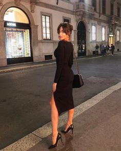 Chic all black outfit. Glamouröse Outfits, Classy Outfits, Fashion Outfits, Womens Fashion, Fashion Trends, Black Dress With Sleeves, Dresses With Sleeves, Robes Glamour, Plus Clothing