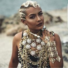 """The """"S"""" shaped wave is what is known as the finger wave style. Finger waves are often worn flat on t Pixie Styles, Short Styles, Short Pixie, Short Hair Cuts, Pixie Cut, Finger Waves Short Hair, Finger Waves Natural Hair, Black Girls Hairstyles, Blonde Hairstyles"""