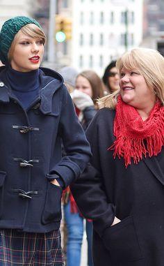 Taylor Swift's Mom Andrea Swift Has Cancer  Taylor Swift, Andrea Finlay