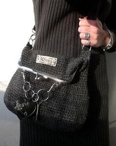 Frame Purse, Diy Purse, Handmade Handbags, Felt Fabric, Knitted Bags, Shoulder Handbags, Crochet Clothes, Knit Crochet, Crochet Patterns
